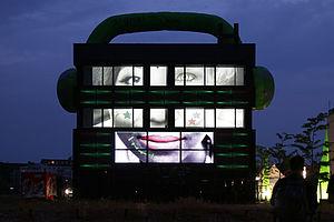 Medienfassade von Gebäude H auf dem Campus Wilhelminenhof